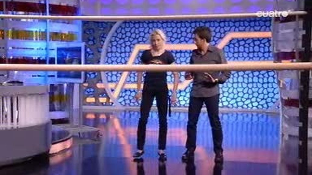 Pablo Motos reta a Marta Dominguez a jugar al limbo
