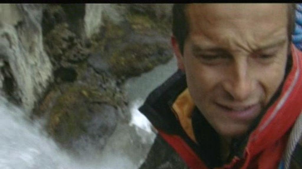 PATAGONIA: El último superviviente nos enseña a descender por una cascada