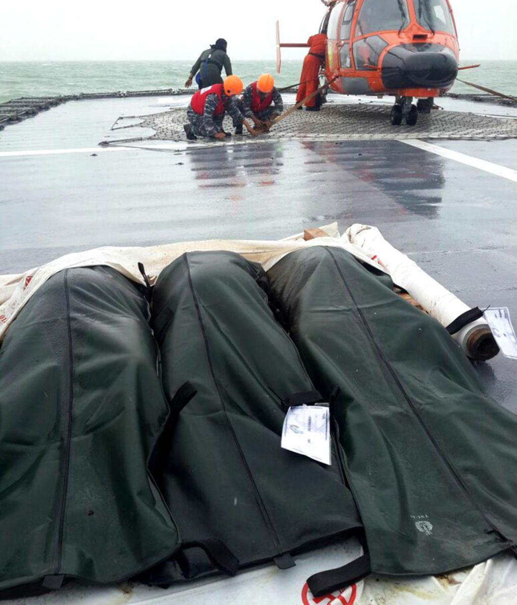 Cuerpos rescatados del accidente aéreo del vuelo de Air Asia