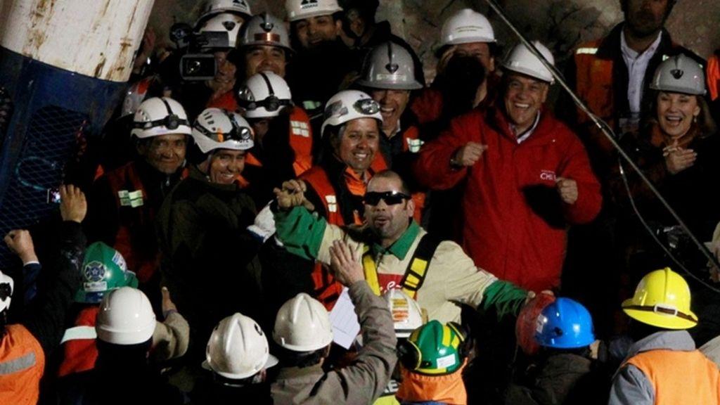 Mario Sepúlveda celebra el rescate
