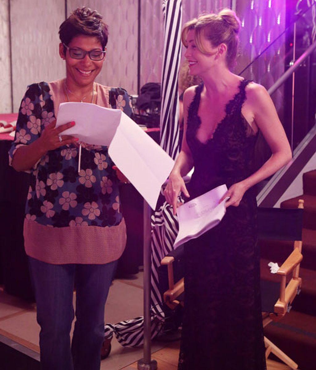 Ellen Pompeo, muy divertida mientras repasa el guión