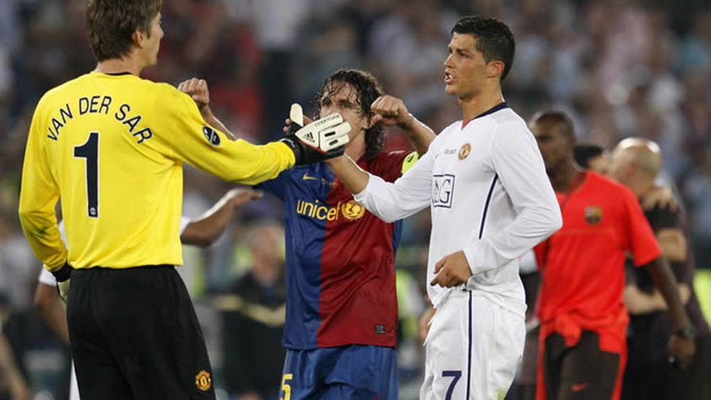 Ronaldo se encuentra con Van der Sar después del partido