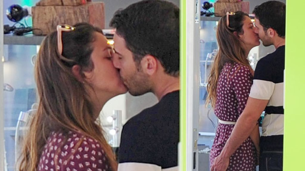 Si quedaban dudas sobre su relación, un beso lo aclara todo