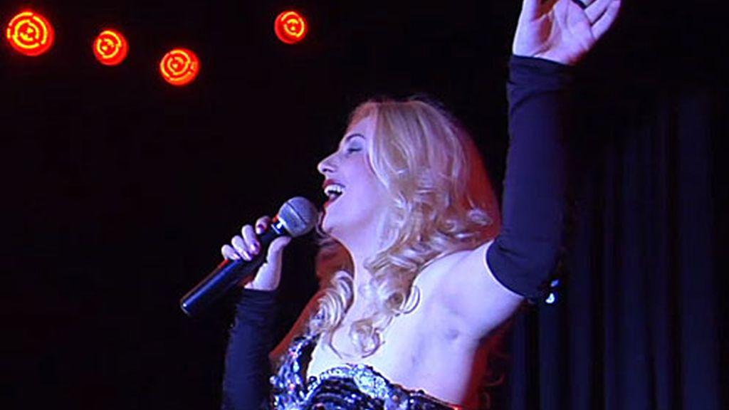 Ajena a todo lo que se cuece en su casa de Madrid, María tiene una actuación en Canarias.