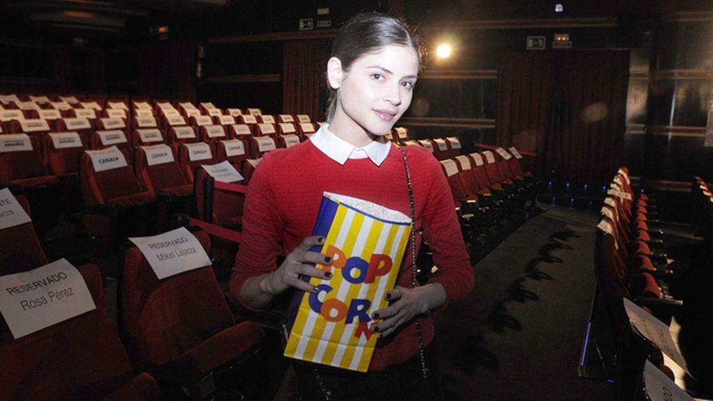 La modelo Alba Galocha, más que preparada para la película con sus palomitas