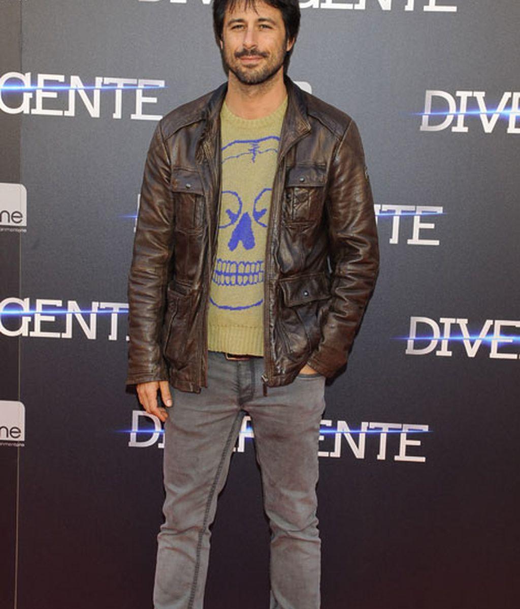 Hugo Silva con un 'look' muy 'teen' no se perdió la premiere