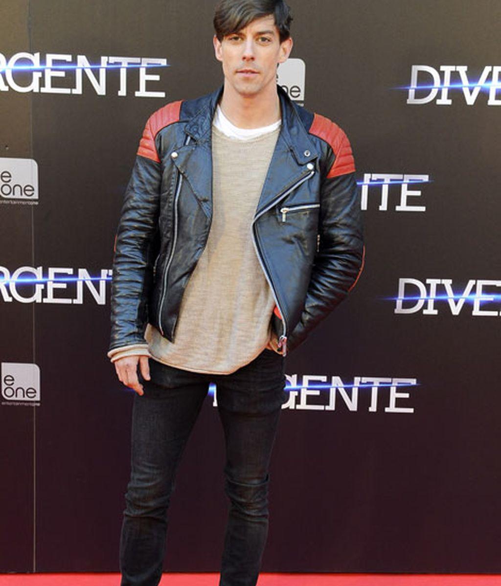 El actor Adrián Lastra también pasó por el photocall