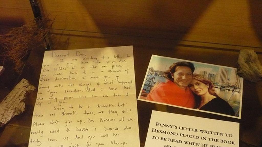 Carta manuscrita de Penny y foto de Desmond que guardaba en la escotilla