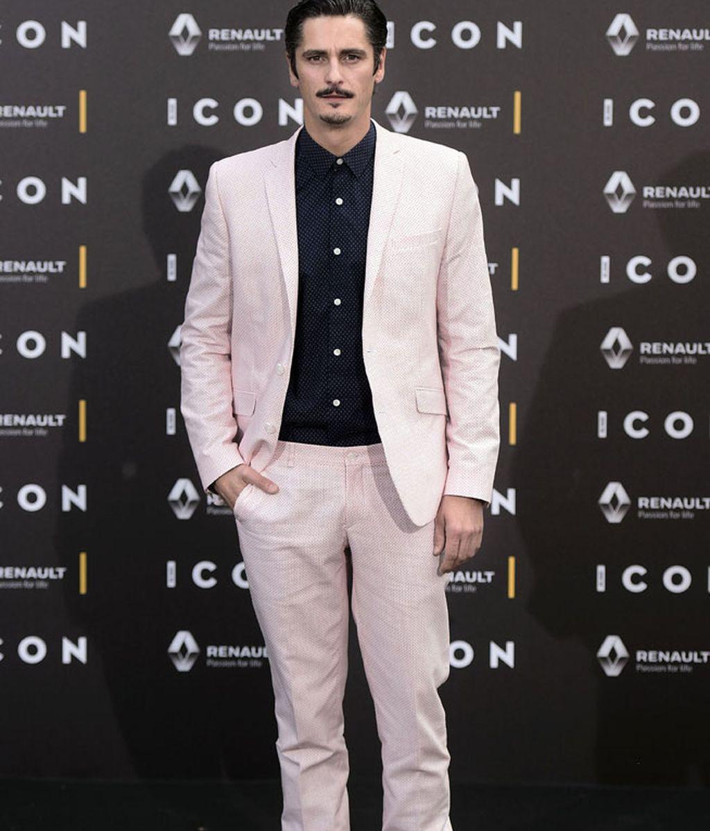 Antonio Pagudo muy 'top(o)', de traje y camisa