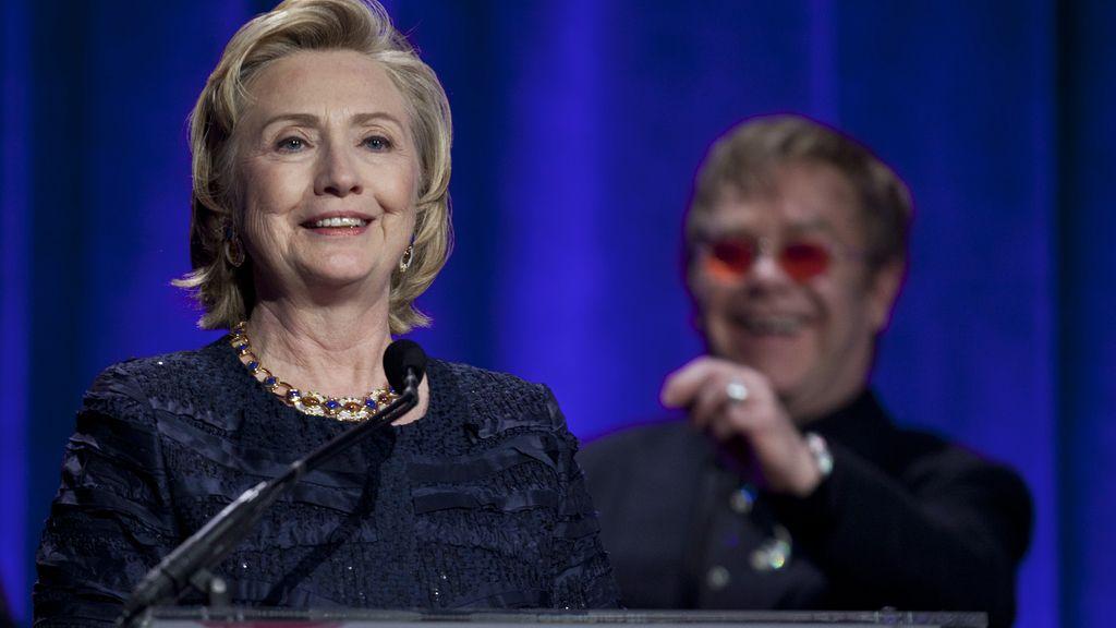 Hillary Clinton en la gala benéfica de la fundación de Elton John