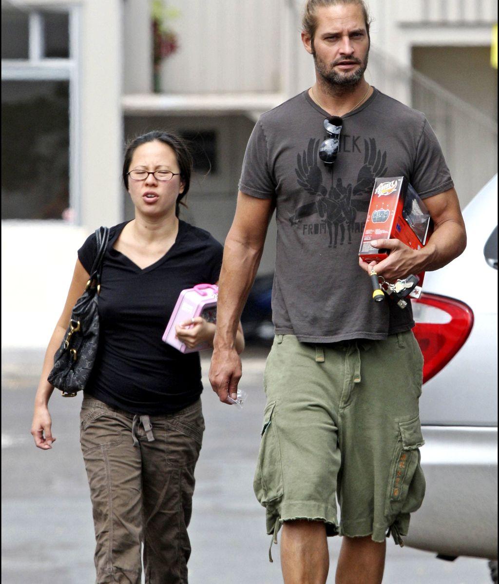 Josh Holloway y su esposa