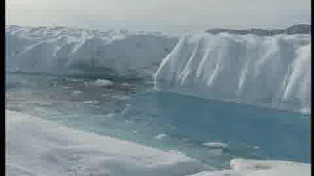 Desprendimiento de una isla de hielo en Groenlandia
