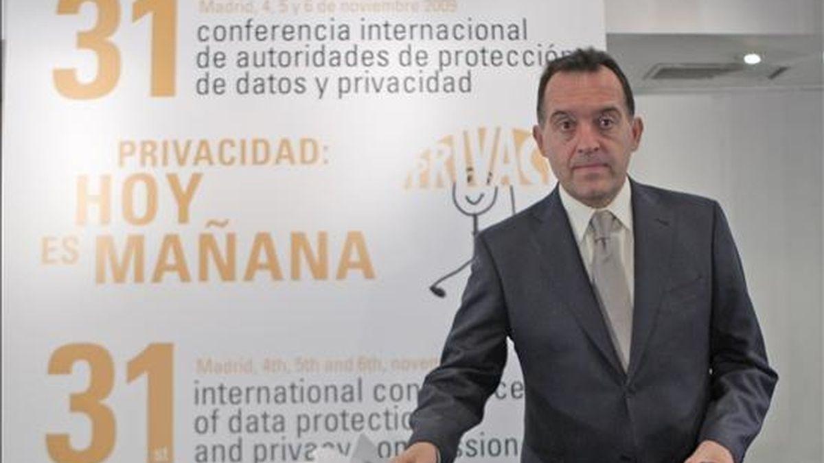 El director de la Agencia Española de Protección de Datos, Artemi Rallo, durante la rueda de prensa que ha ofrecido hoy, para presentar las conclusiones y resoluciones adoptadas en la 31 Conferencia Internacional de Privacidad. EFE