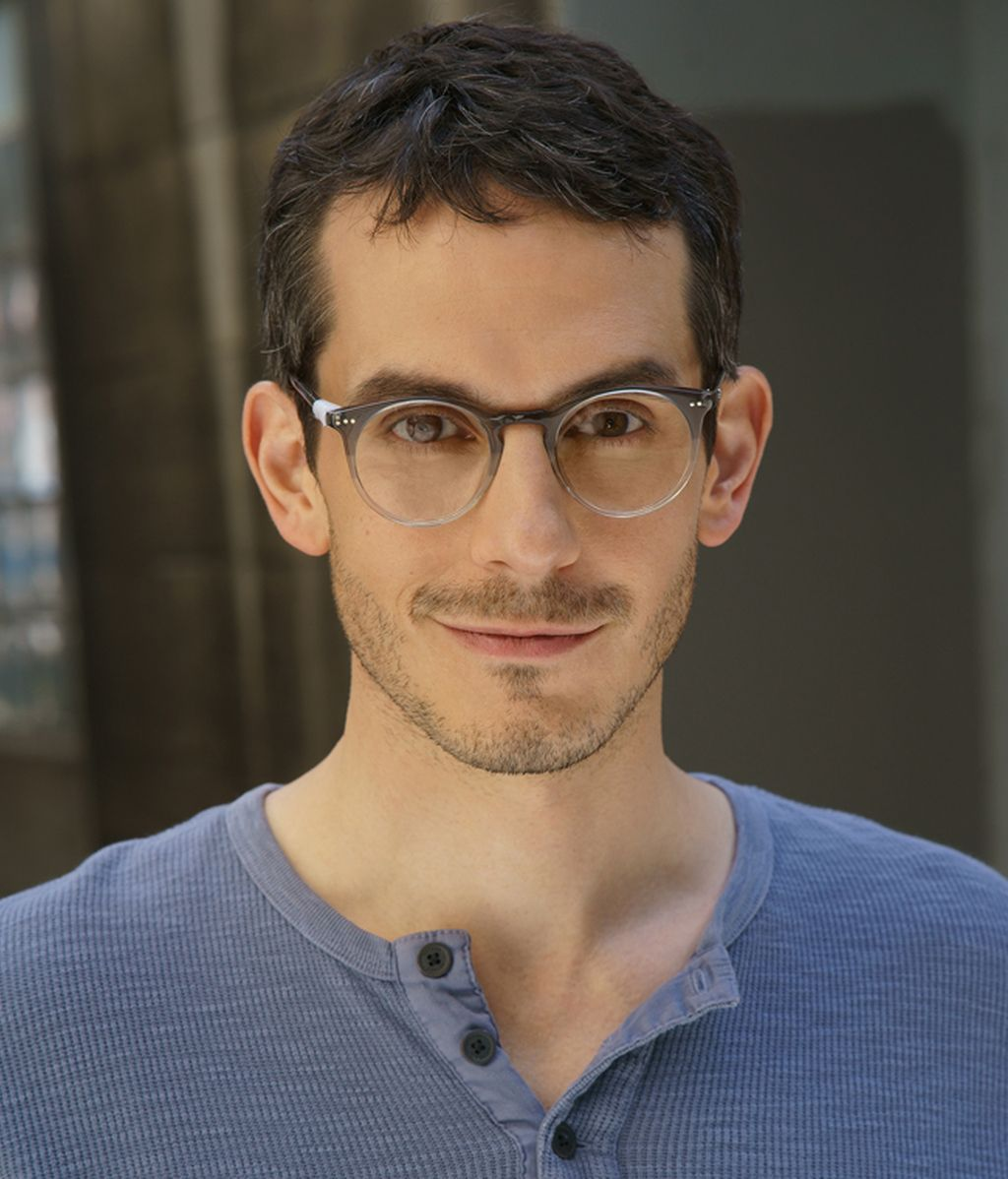 Simon (Tate Ellington)
