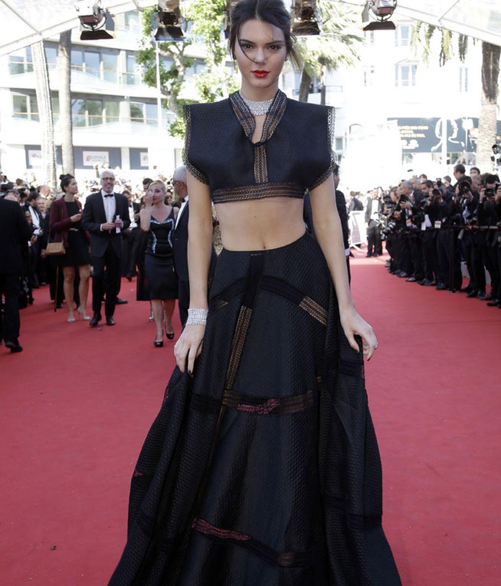 Kendall Jenner escogió un diseño de dos partes firmado por Azzedine Alaia