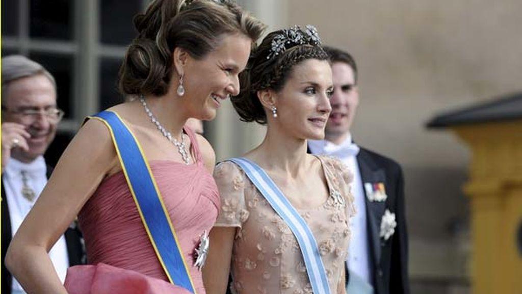 Doña Letizia con la princesa Matilde de Bélgica