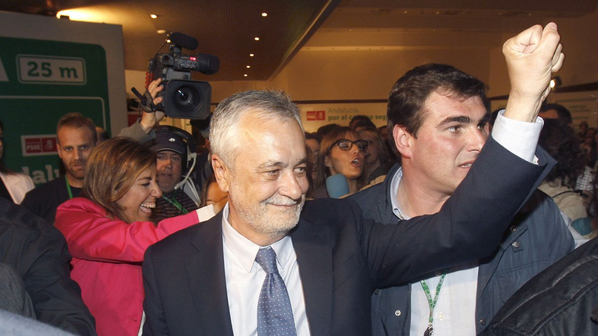 Griñán, tras comparecer ante los medios para valorar el resultado de las elecciones andaluzas.