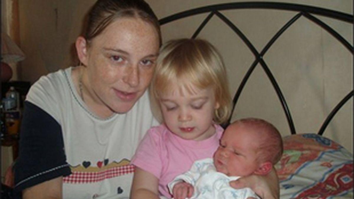 Fiona Adams, de 23 años, ha perdido a dos de sus hijos en el incendio. Un adolescente ha sido detenido en relación con lo sucedido.