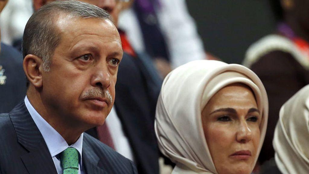 El presidente de Turquía y su esposa vieron juntos el baloncesto femenino