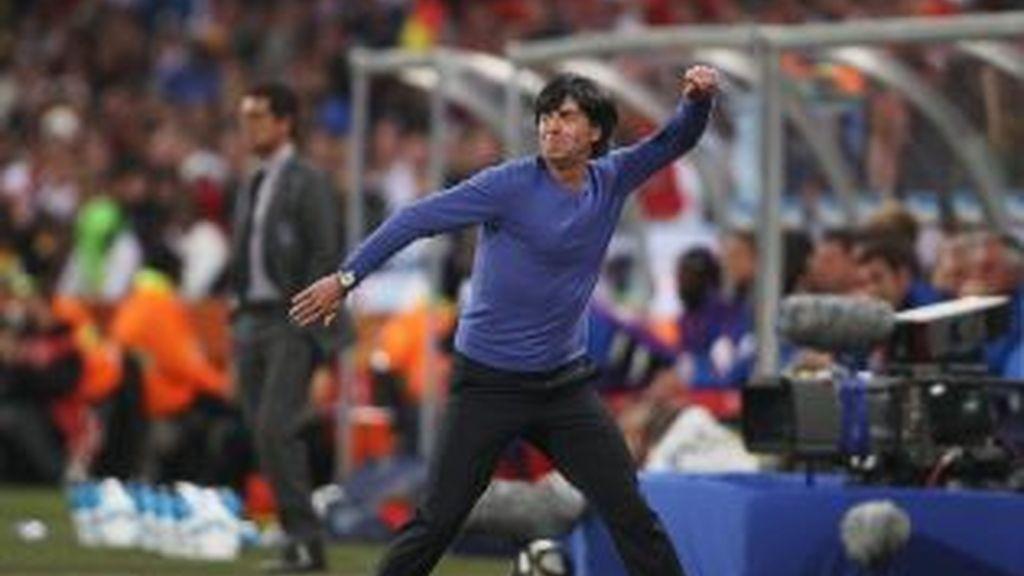 Loew vive con intensidad el partido. Foto: Getty