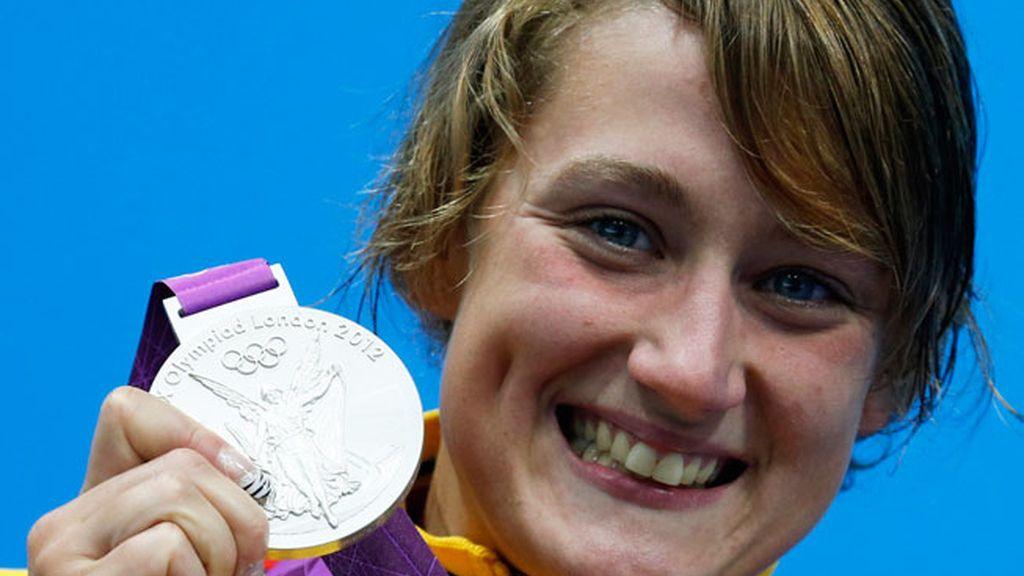 Mireia Belmonte con su medalla de plata en Londres 2012