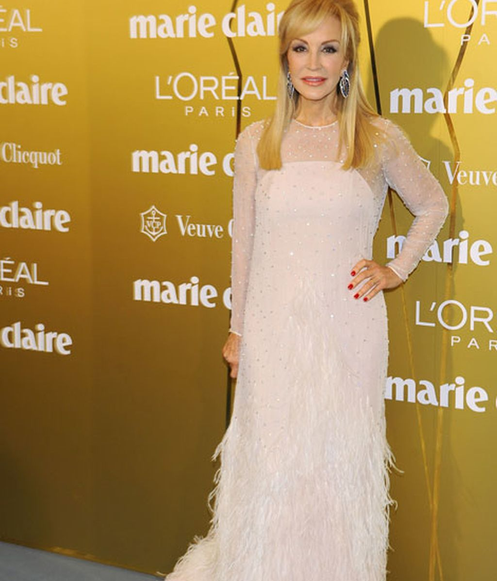 Carmen Lomana, con un vestido blanco de Jorge Vázquez