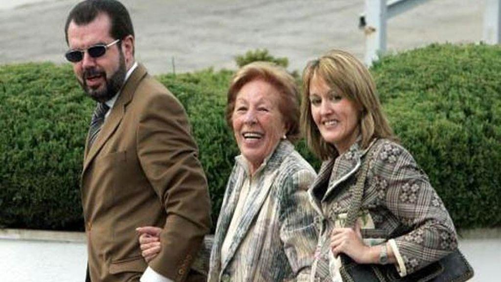 María del Henar Ortiz Álvarez, Jesús Ortiz Álvarez y María del Carmen Álvarez del Valle, familia de Letizia Ortiz