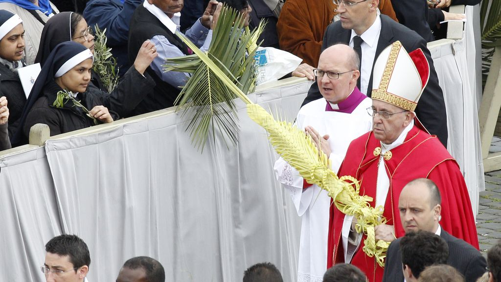 Baño de multitudes del Papa en su segundo Domingo de Ramos como Pontífice