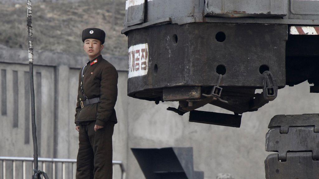 """Corea del Norte podría lanzar un misil de alcance medio """"en cualquier momento"""""""