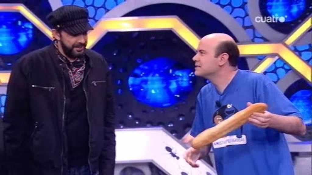 Jandro sorprende con un truco de magia a Juan Luis Guerra