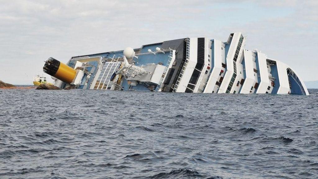#MeCaíEnUnaLancha, la excusa del capitán del Costa Concordia crea escuela