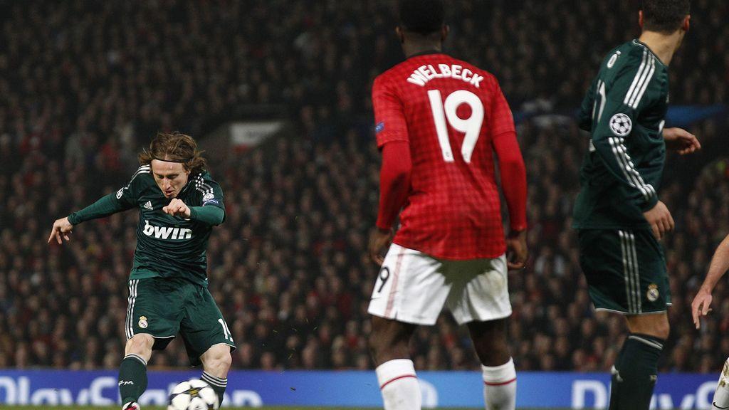 El Real Madrid gana en Manchester con sufrimiento