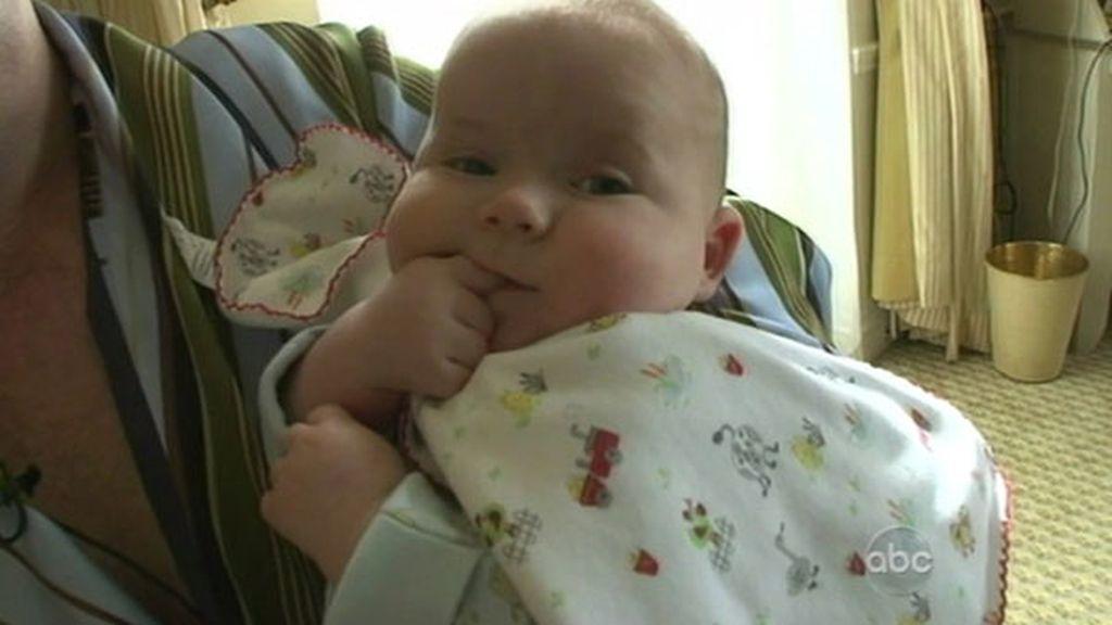 Primera aparición en televisión del bebé de Elton John