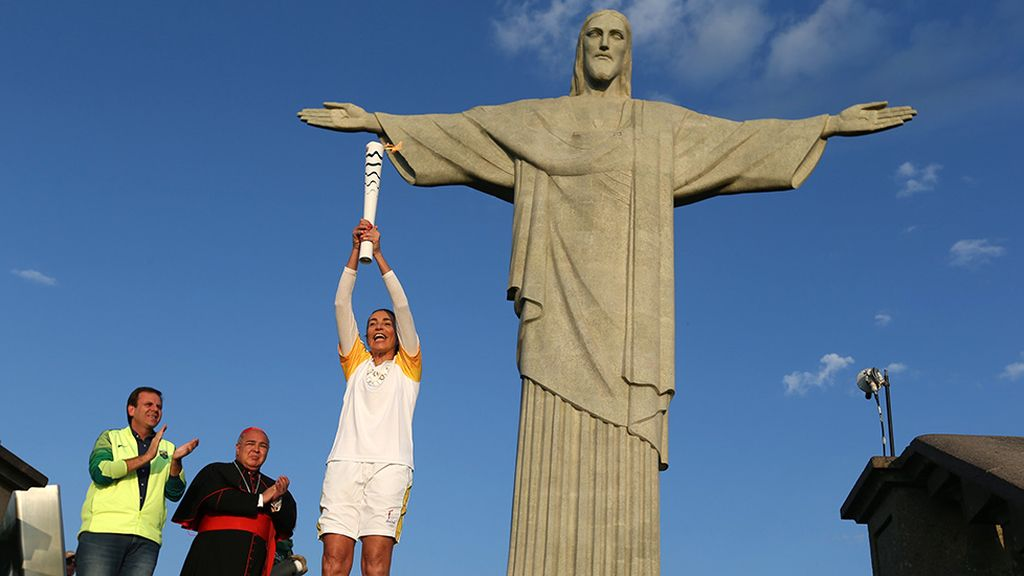 La antorcha olímpica en Río junto al Cristo de Corcovado (05/08/2016)