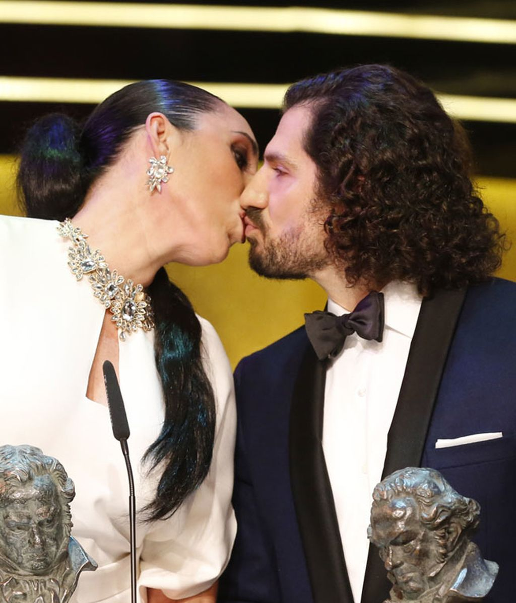 Y también besó al director de cine Jorge Torregrossa