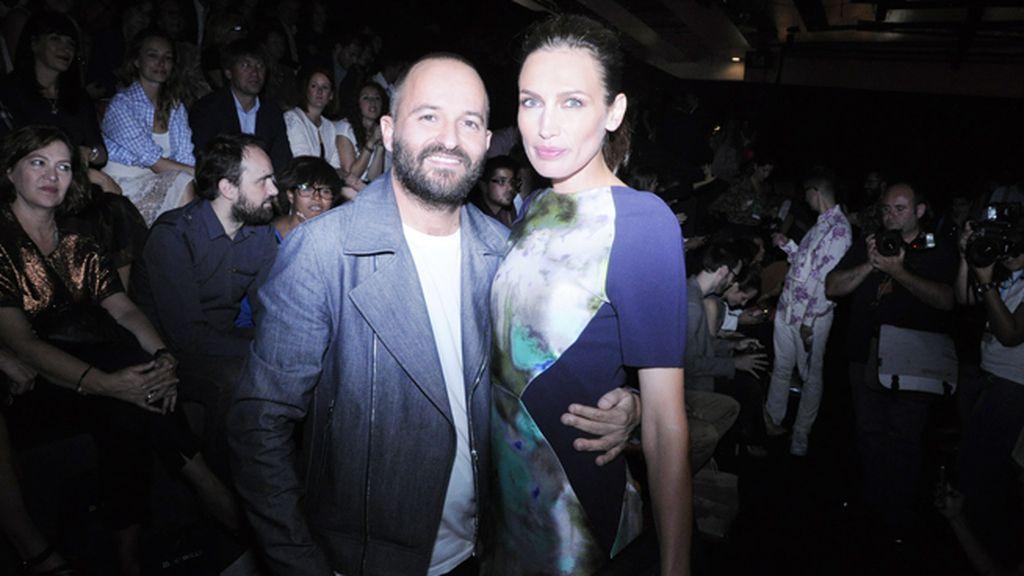Fernando González Molina y Nieves Álvarez, director y estrella del fashion film con el que Juanjo Oliva celebra sus diez años en la moda