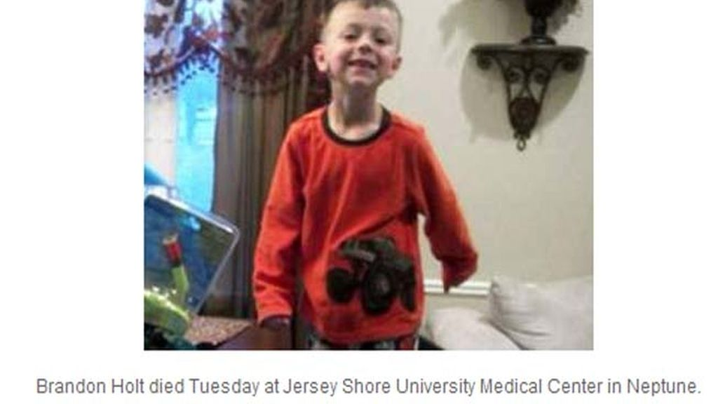 Un niño de 6 años mata a su vecino de 4 años de un disparo