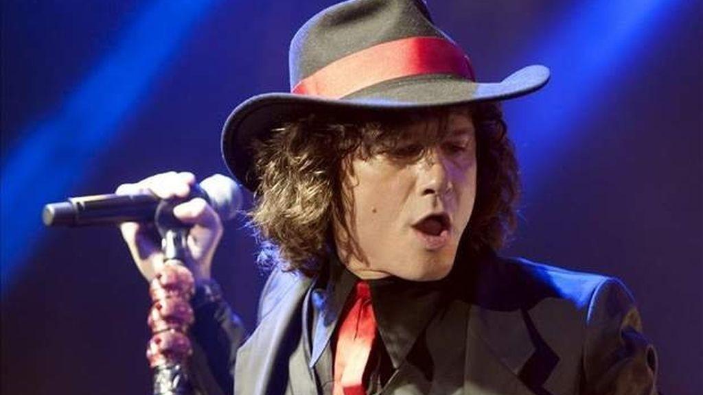 El cantante entrevistado en Colombia no descartó volver a los escenarios con Héroes del Silencio.