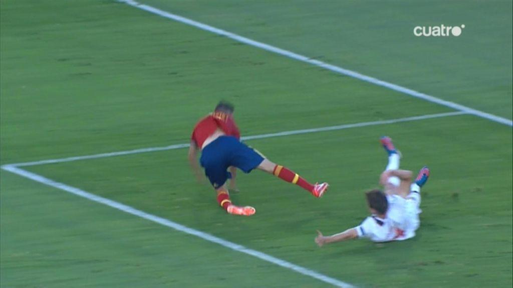 El árbitro no señaló penalti