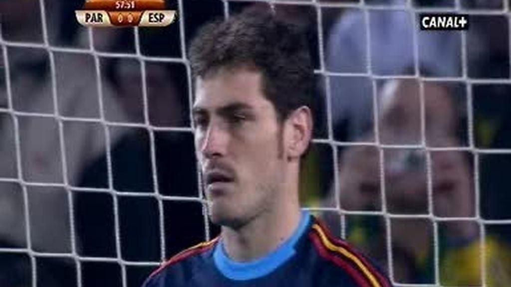 Iker Casillas para el penalti de Paraguay