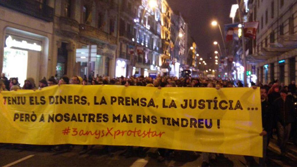 Miles de personas se manifiestan en Barcelona contra sentencia del TS sobre el asedio al Parlament