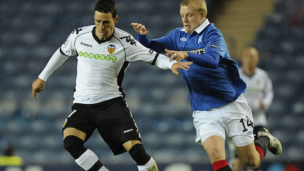 Aduritz, delantero del Valnecia, en el partido de ayer contra el Glasgow Rangers en Champions