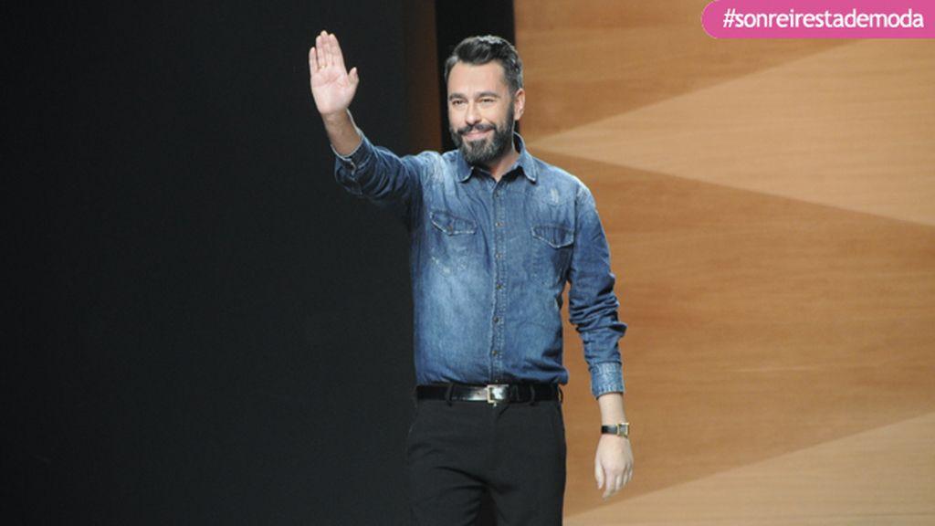 Juanjo Oliva saludó feliz y orgulloso tras finalizar su desfile
