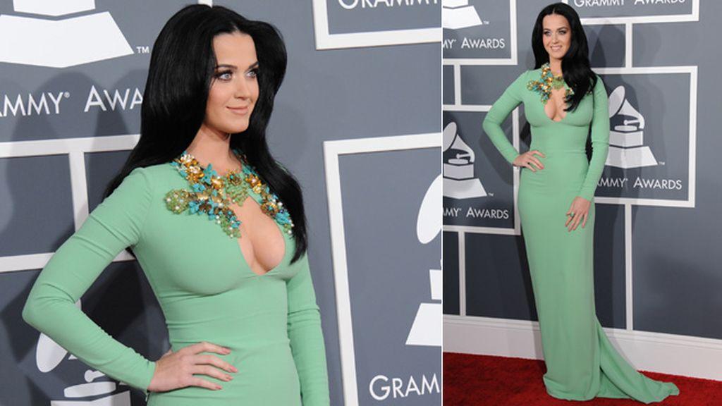 Katy Perry optó por mostrar sus pechos con este original escote