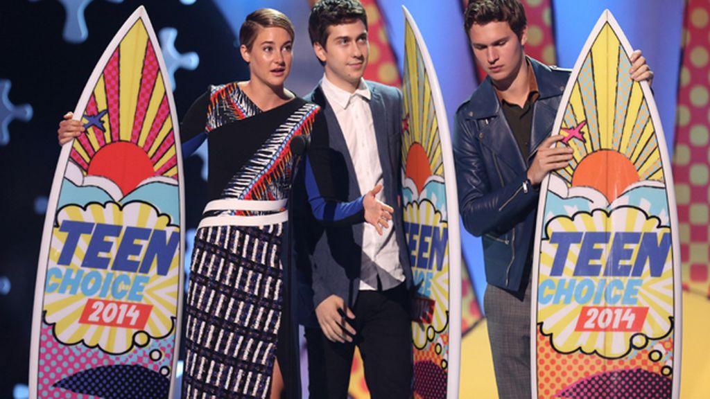 Shailene Woodley, Selena Gomez y Miley Cyrus presentes en la gala
