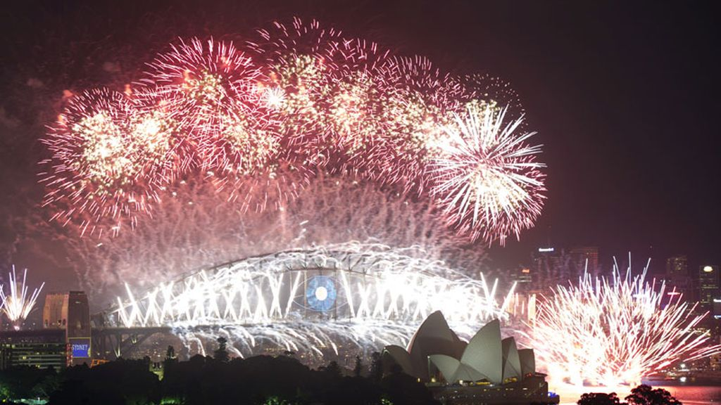 Multitud de personas reciben el 2014 en Sidney