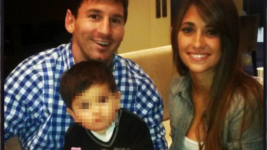 Thiago sopla la vela de su primer cumpleaños con papá Messi