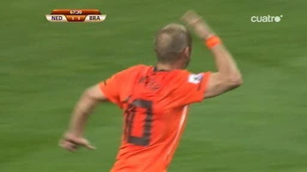 Sneijder da la vuelta al marcador (Holanda 2 - 1 Brasil, min. 68)