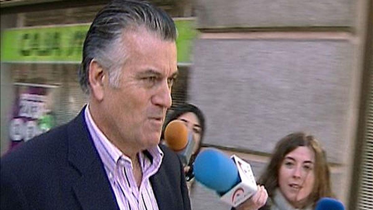 El senador Luis Bárcenas a la salida de su domicilio el pasado jueves en Madrid. EFE/Archivo