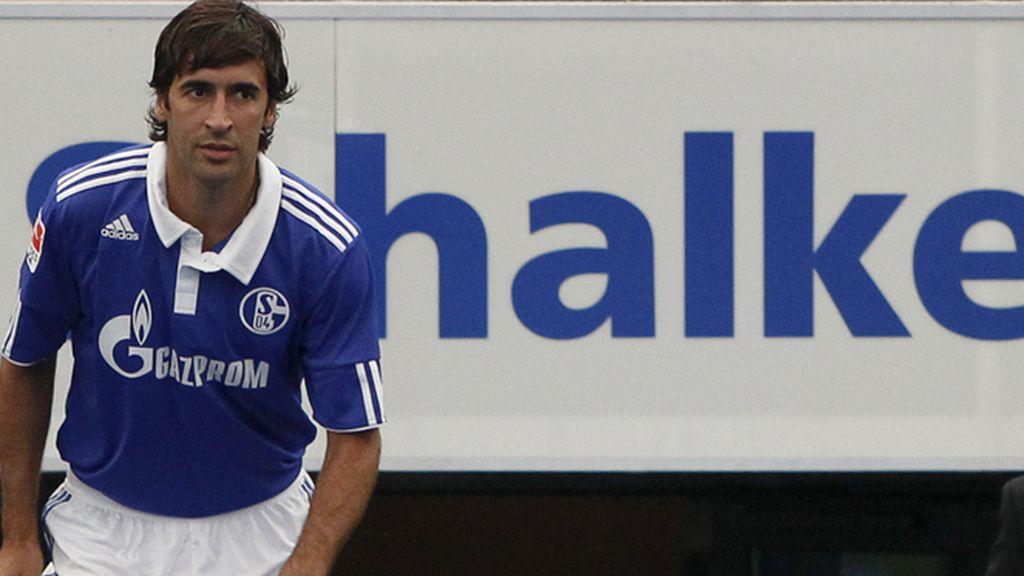 Raúl fue presentado en el Schalke